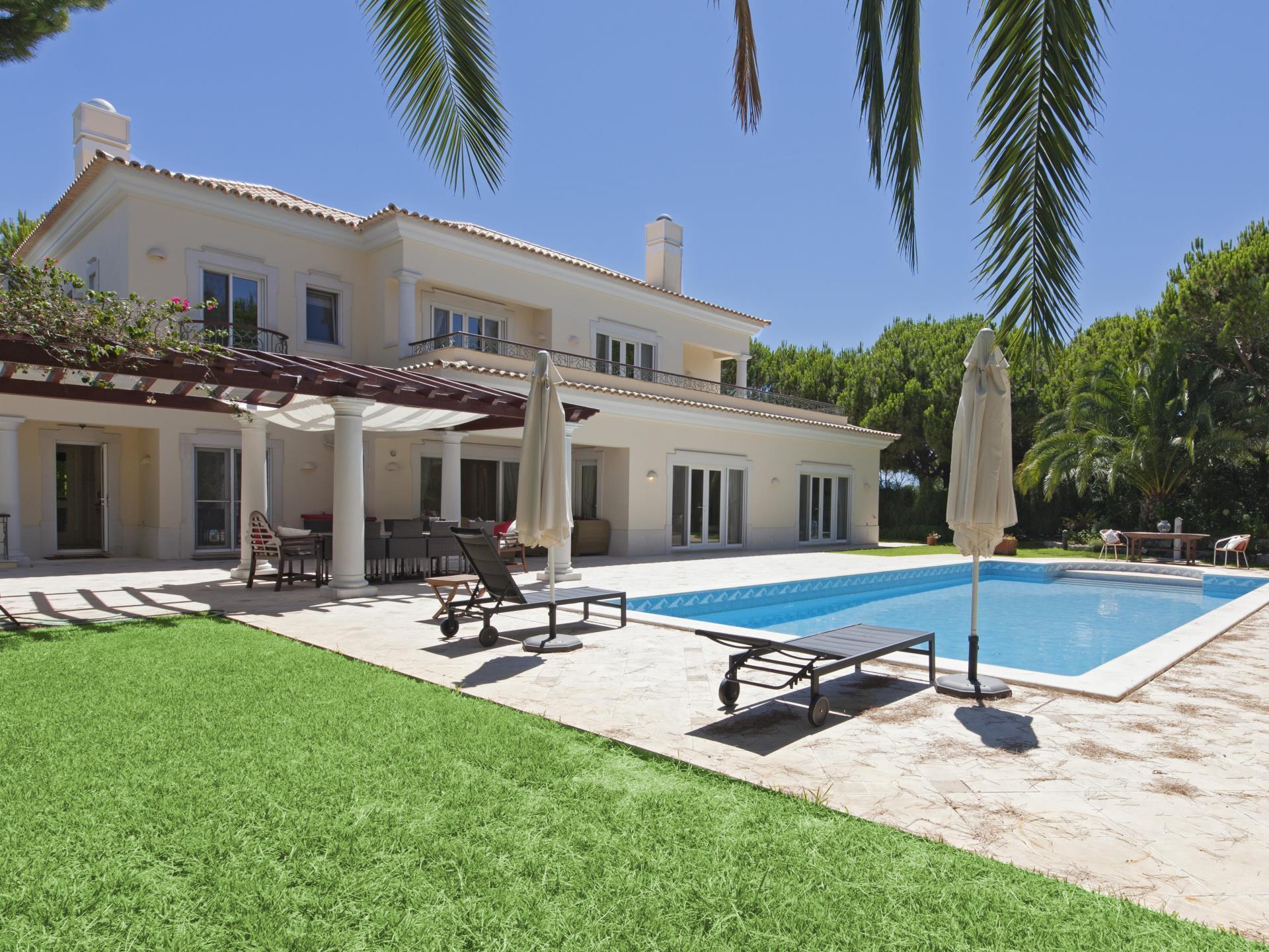 Villa per Vendita alle ore Detached house, 5 bedrooms, for Sale Loule, Algarve Portogallo