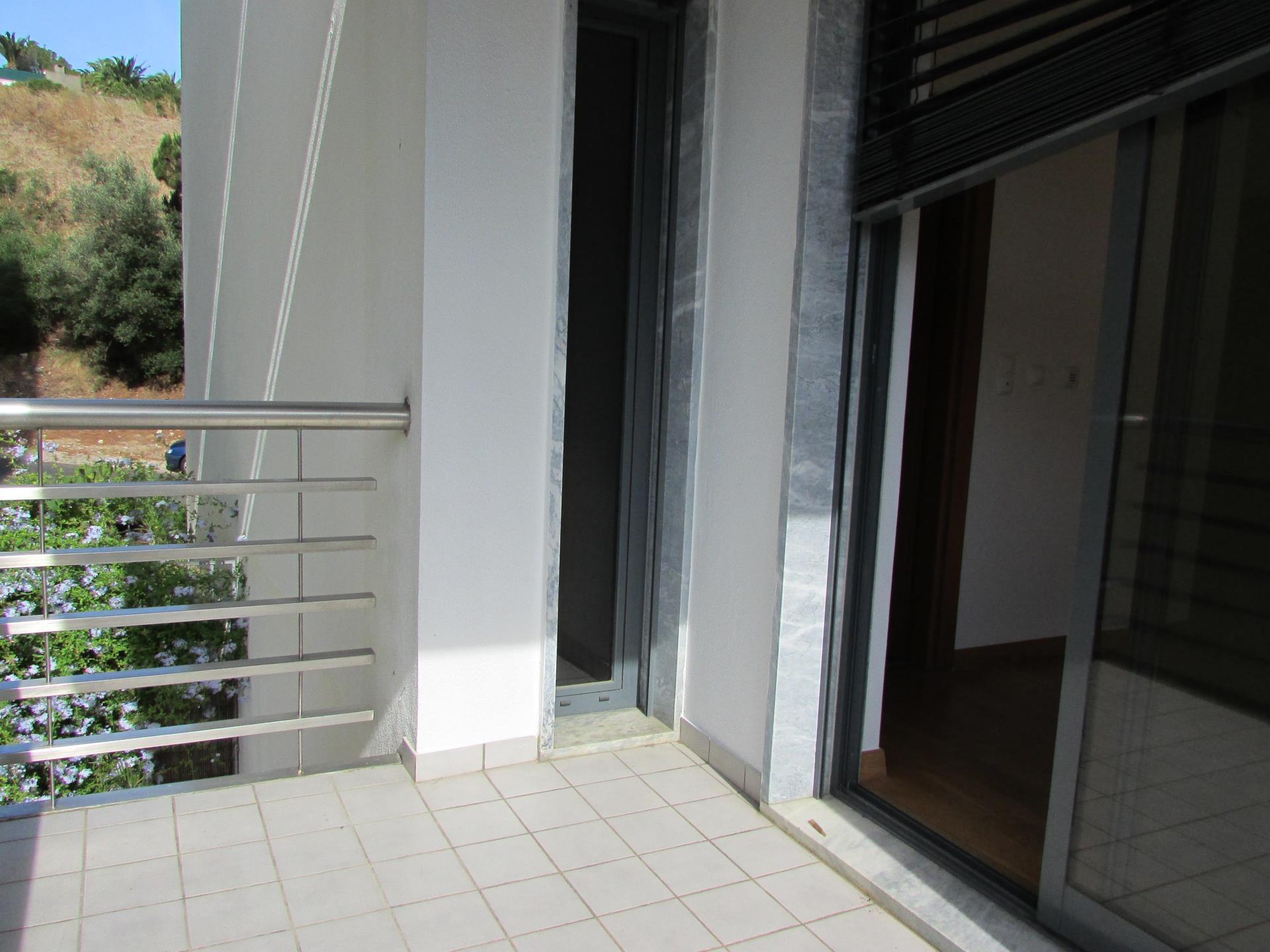 Apartamento por un Venta en Flat, 3 bedrooms, for Sale Estoril, Cascais, Lisboa Portugal