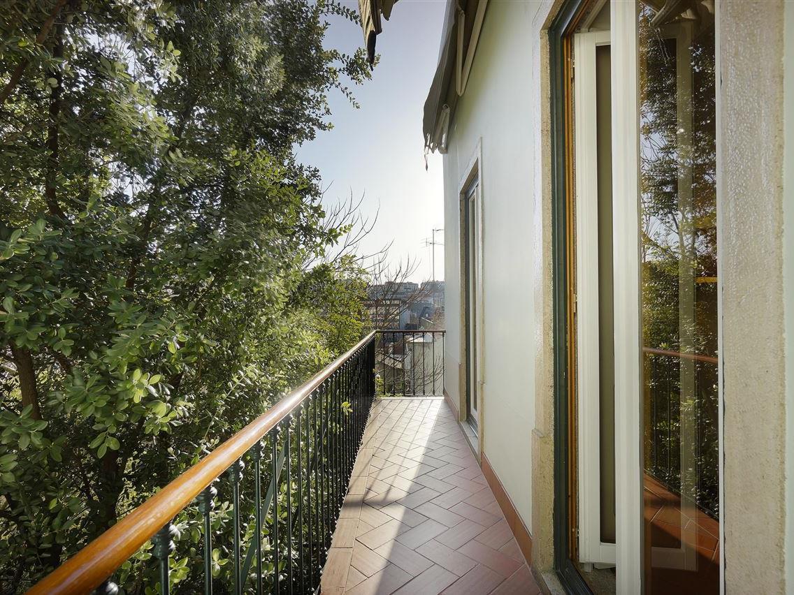 Maison avec plusieurs logements pour l Vente à Building, 5 bedrooms, for Sale Lisboa, Lisbonne Portugal