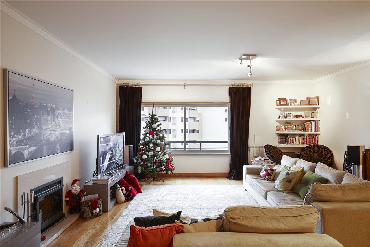 아파트 용 매매 에 Flat, 3 bedrooms, for Sale Lisboa, 리스보아, 1600-826 포르투갈
