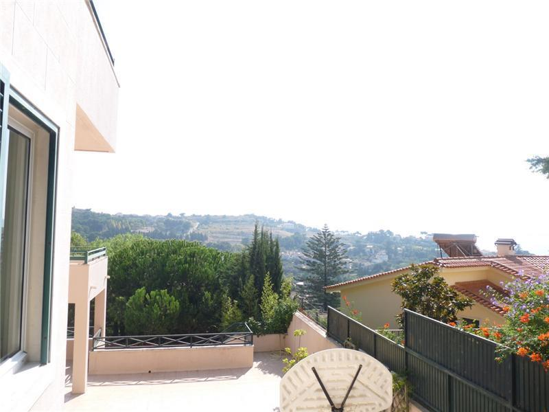 Casa Unifamiliar por un Venta en House, 5 bedrooms, for Sale Caxias, Oeiras, Lisboa Portugal