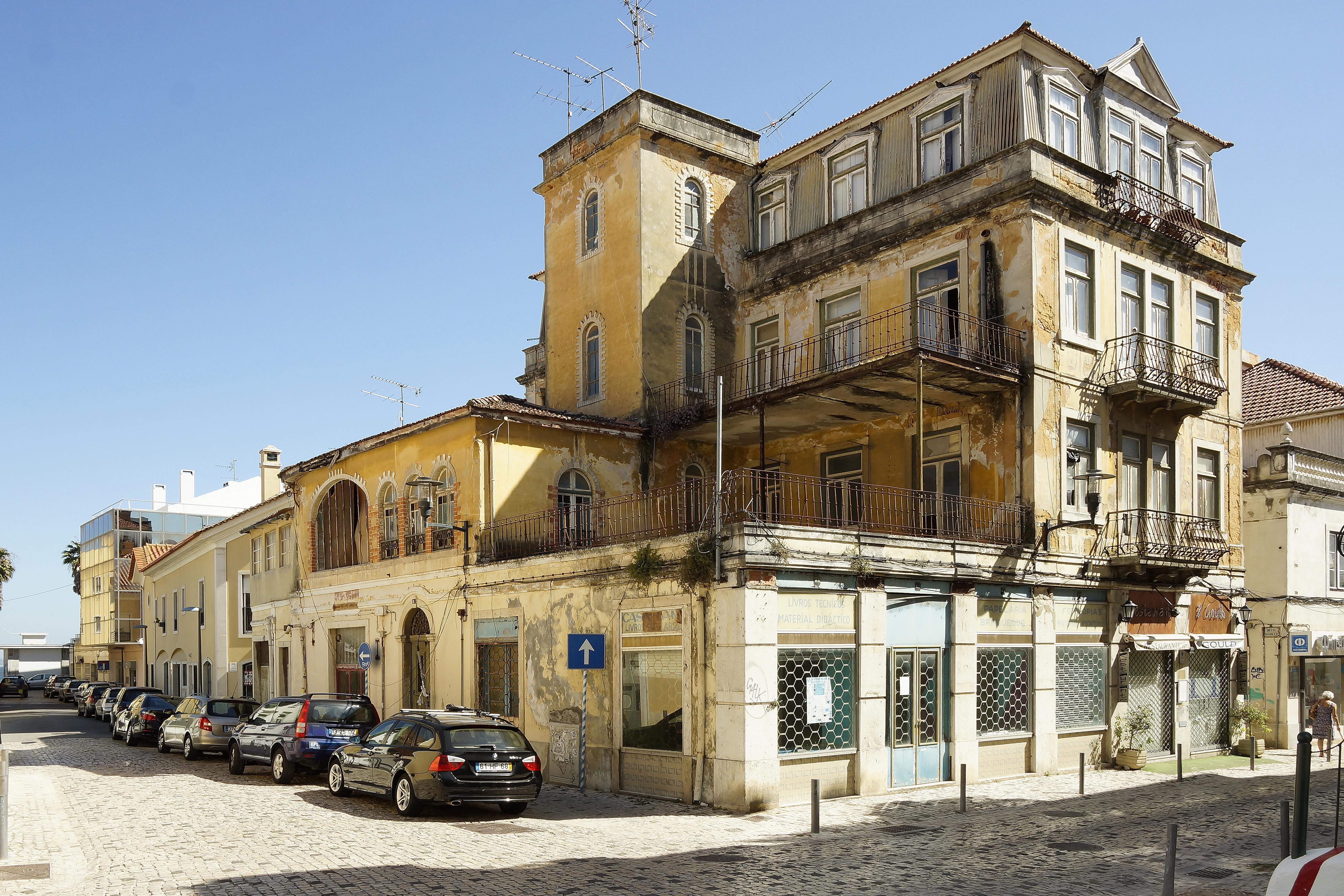 Multi-Family Home for Sale at Building for Sale Oeiras, Lisboa 2770-213 Portugal