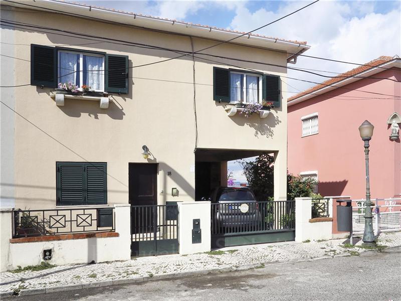 Casa Unifamiliar por un Venta en Semi-detached house, 2 bedrooms, for Sale Lisboa, Lisboa Portugal
