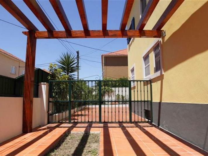 Maison unifamiliale pour l Vente à House, 4 bedrooms, for Sale Restelo, Lisboa, Lisbonne Portugal