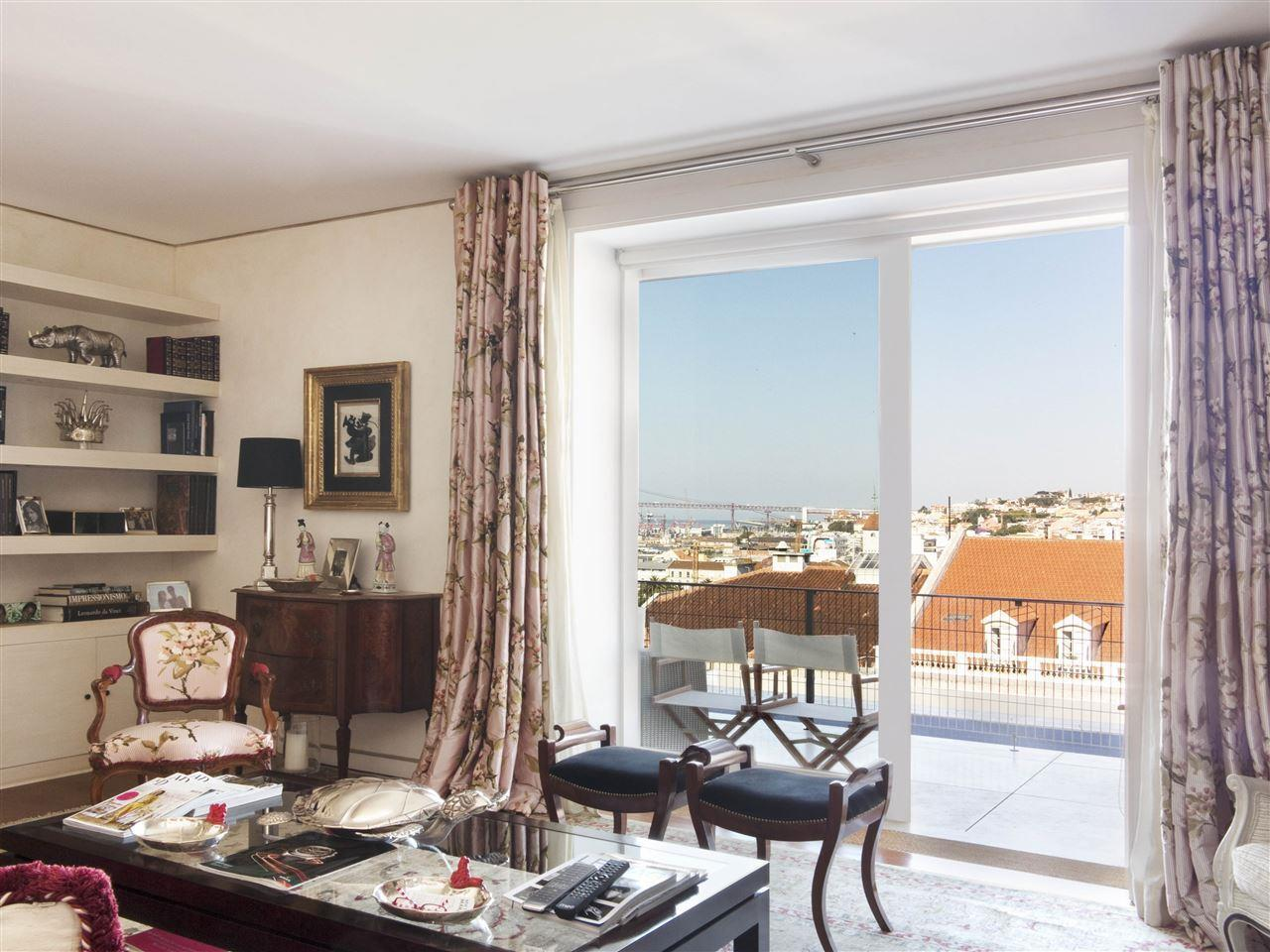 Apartamento por un Venta en Flat, 6 bedrooms, for Sale Lisboa, Lisboa Portugal