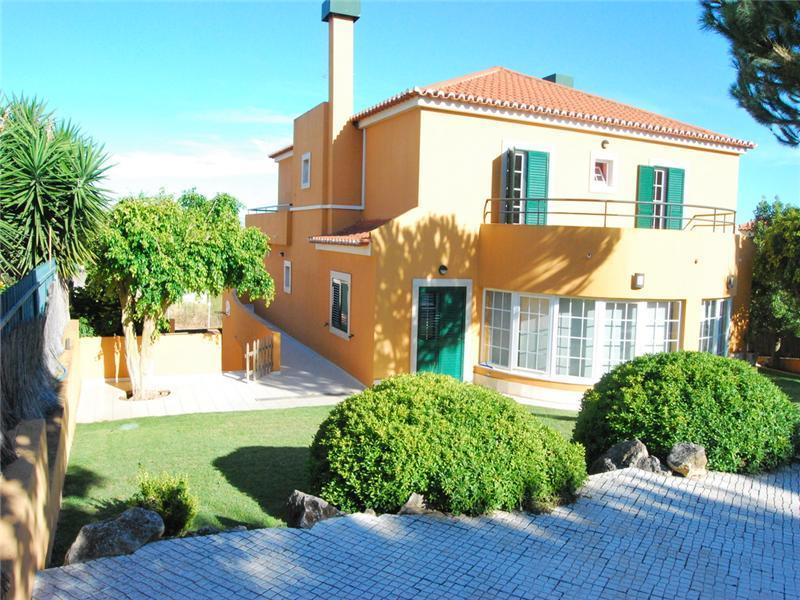 Casa para uma família para Venda às House, 6 bedrooms, for Sale Quinta Da Moura, Oeiras, Lisboa Portugal