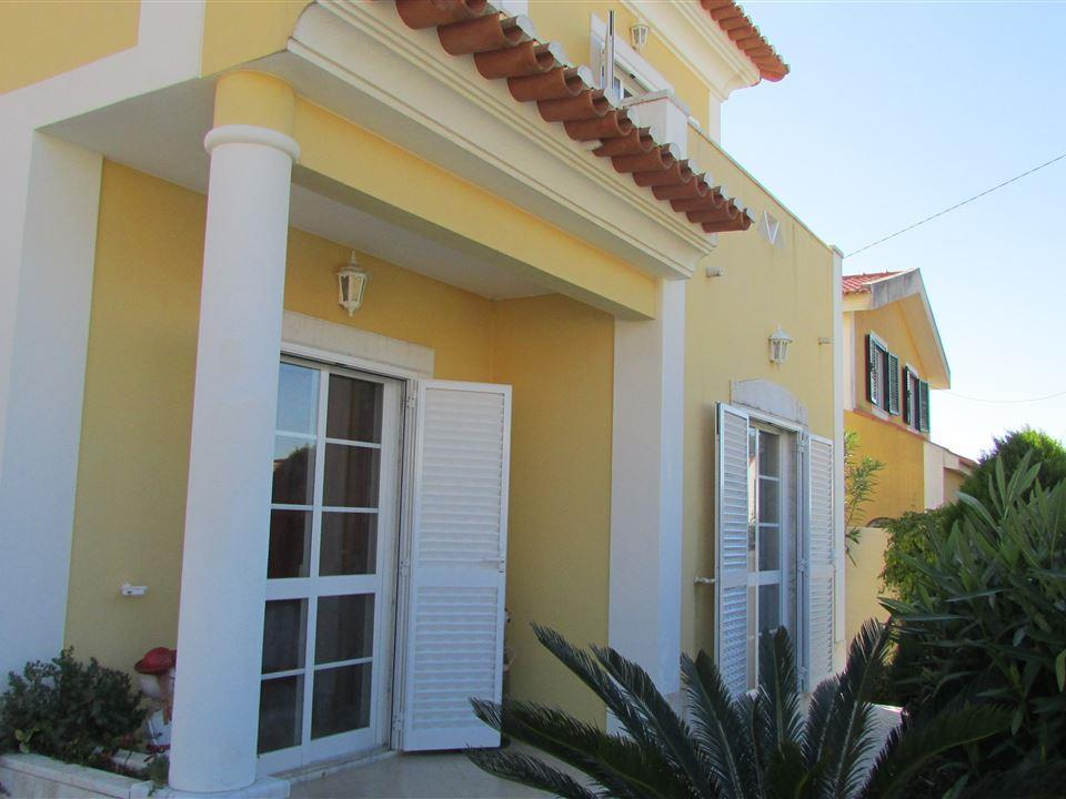 Casa Unifamiliar por un Venta en House, 4 bedrooms, for Sale Cascais, Lisboa Portugal