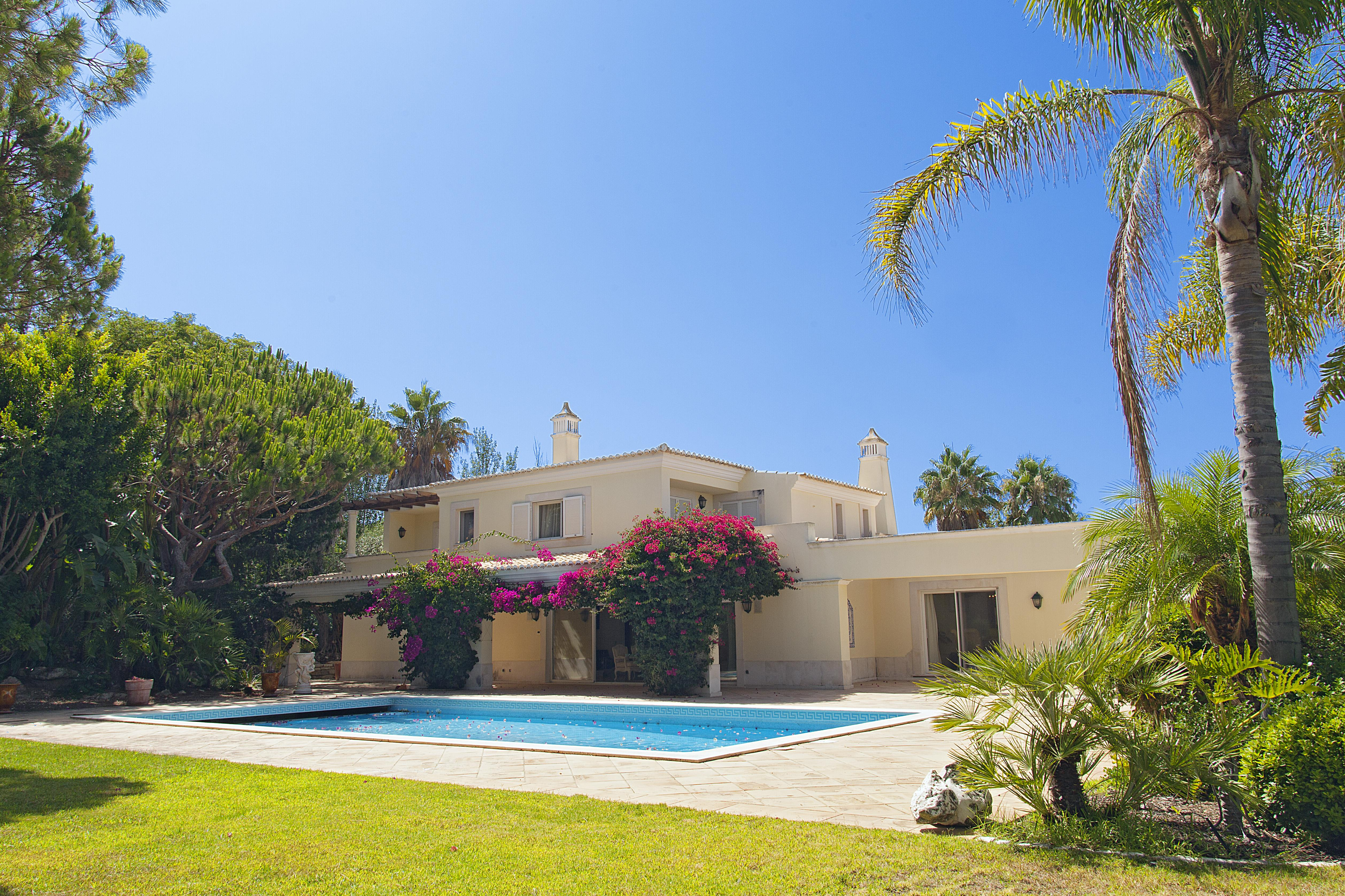 Maison unifamiliale pour l Vente à Detached house, 6 bedrooms, for Sale Loule, Algarve, 8135-00 Portugal