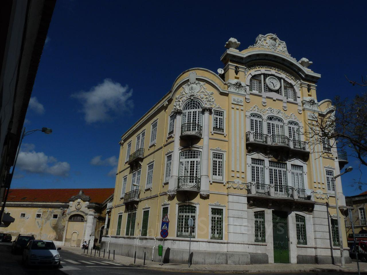 Multi-Family Home for Sale at Building for Sale Lisboa, Lisboa, 1950-000 Portugal