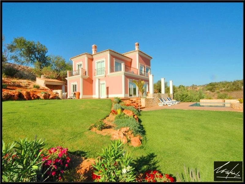 Tek Ailelik Ev için Satış at House, 4 bedrooms, for Sale Silves, Algarve Portekiz