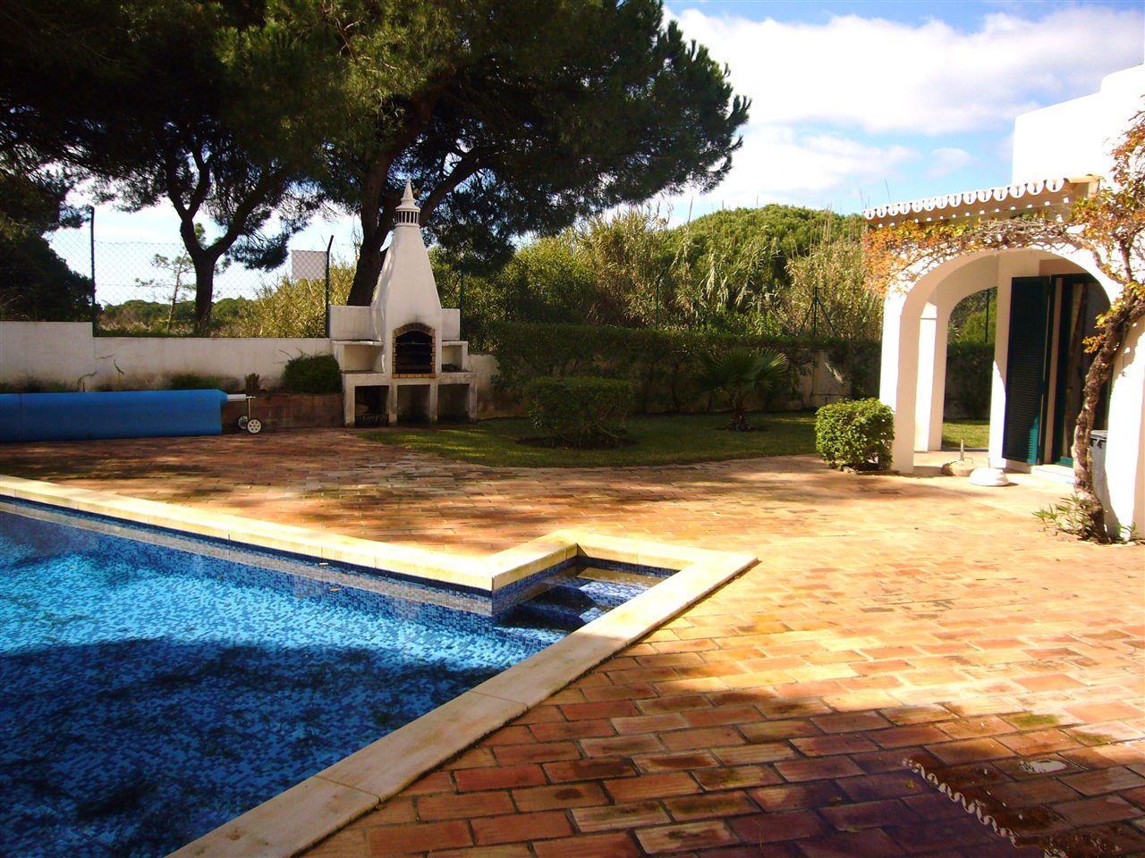 独户住宅 为 销售 在 Semi-detached house, 5 bedrooms, for Sale Loule, Algarve 葡萄牙