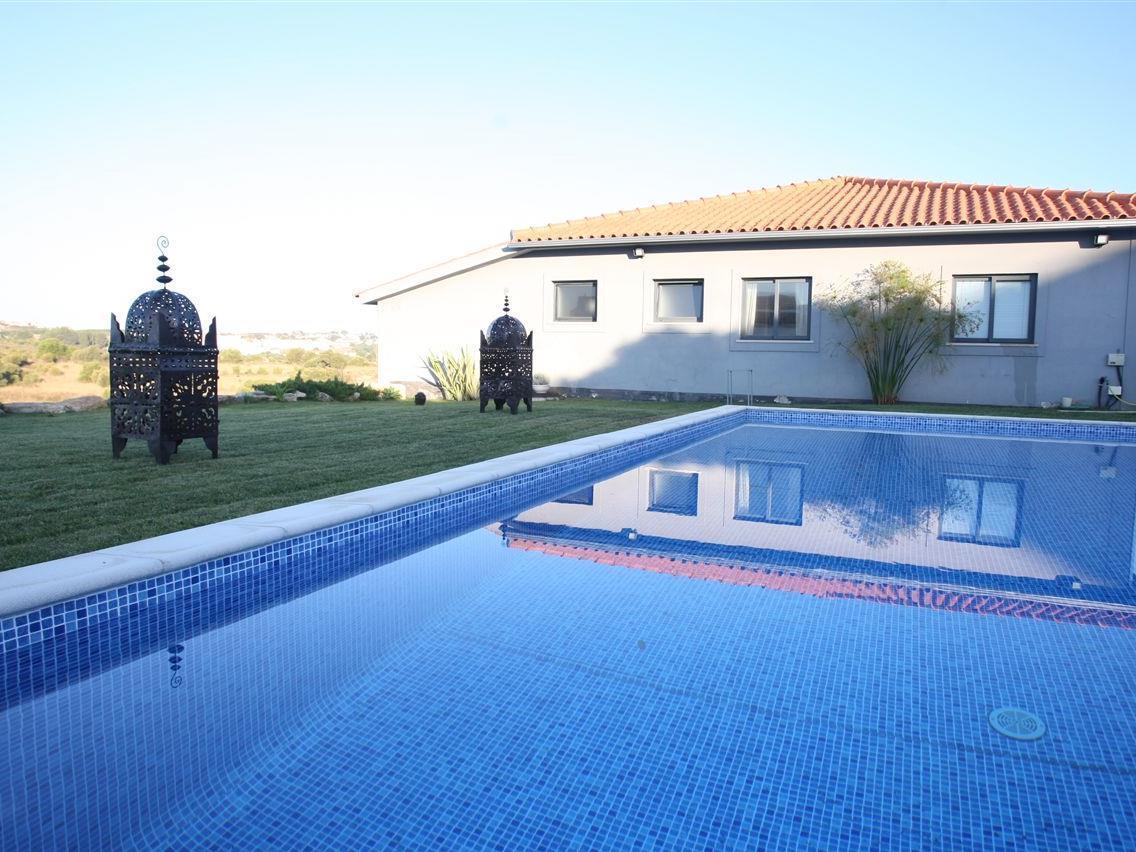 Casa Unifamiliar por un Venta en House, 4 bedrooms, for Sale Cascais, Lisboa Portugal
