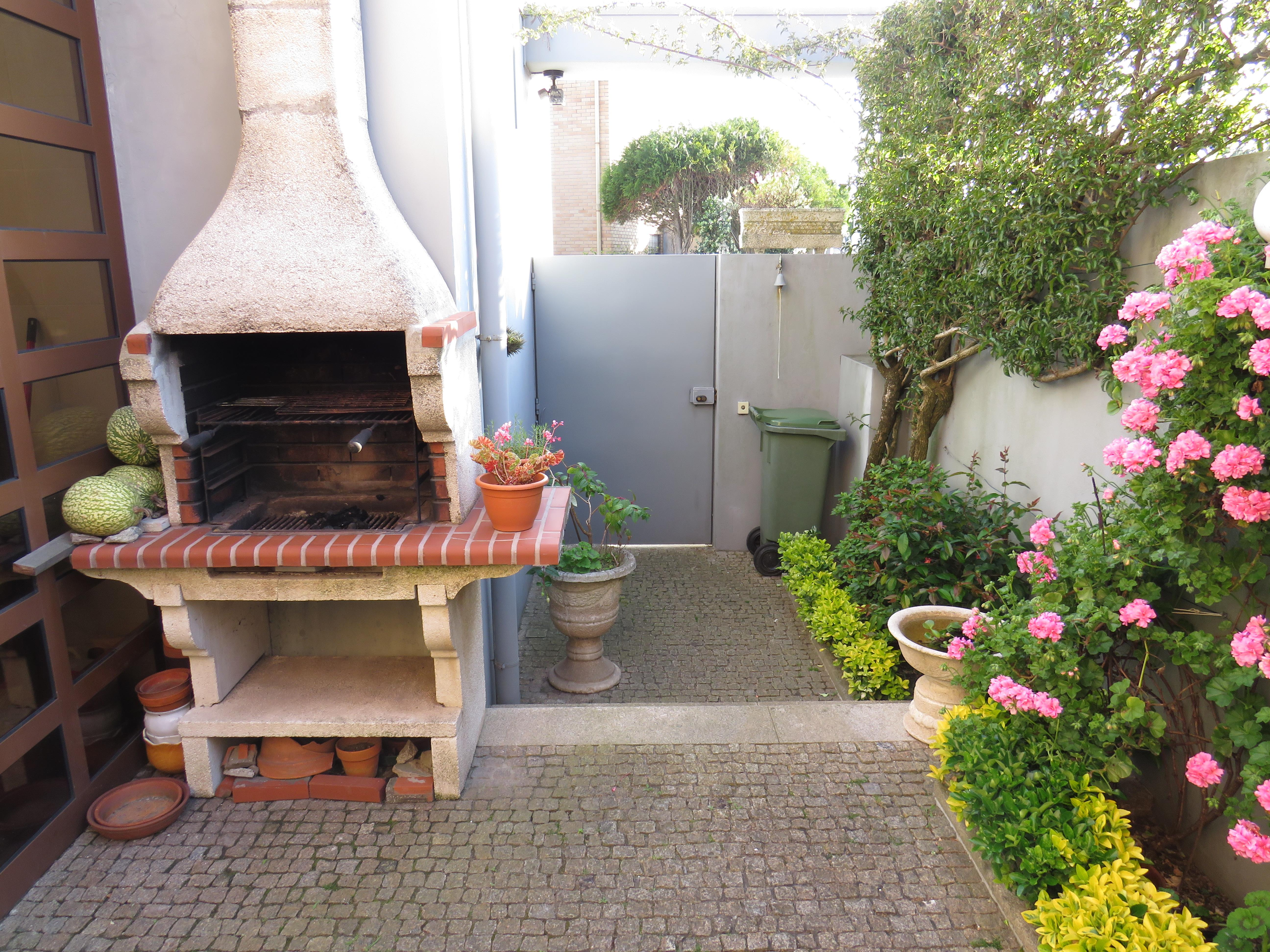 Single Family Home for Sale at Semi-detached house, 7 bedrooms, for Sale Matosinhos, Porto, Portugal