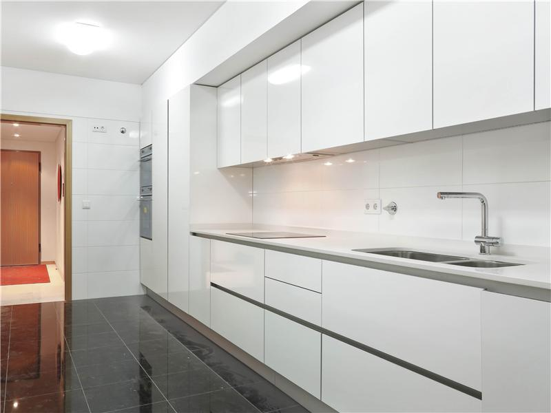 Apartment for Sale at Flat, 5 bedrooms, for Sale Lisboa, Lisboa, 1250-063 Portugal