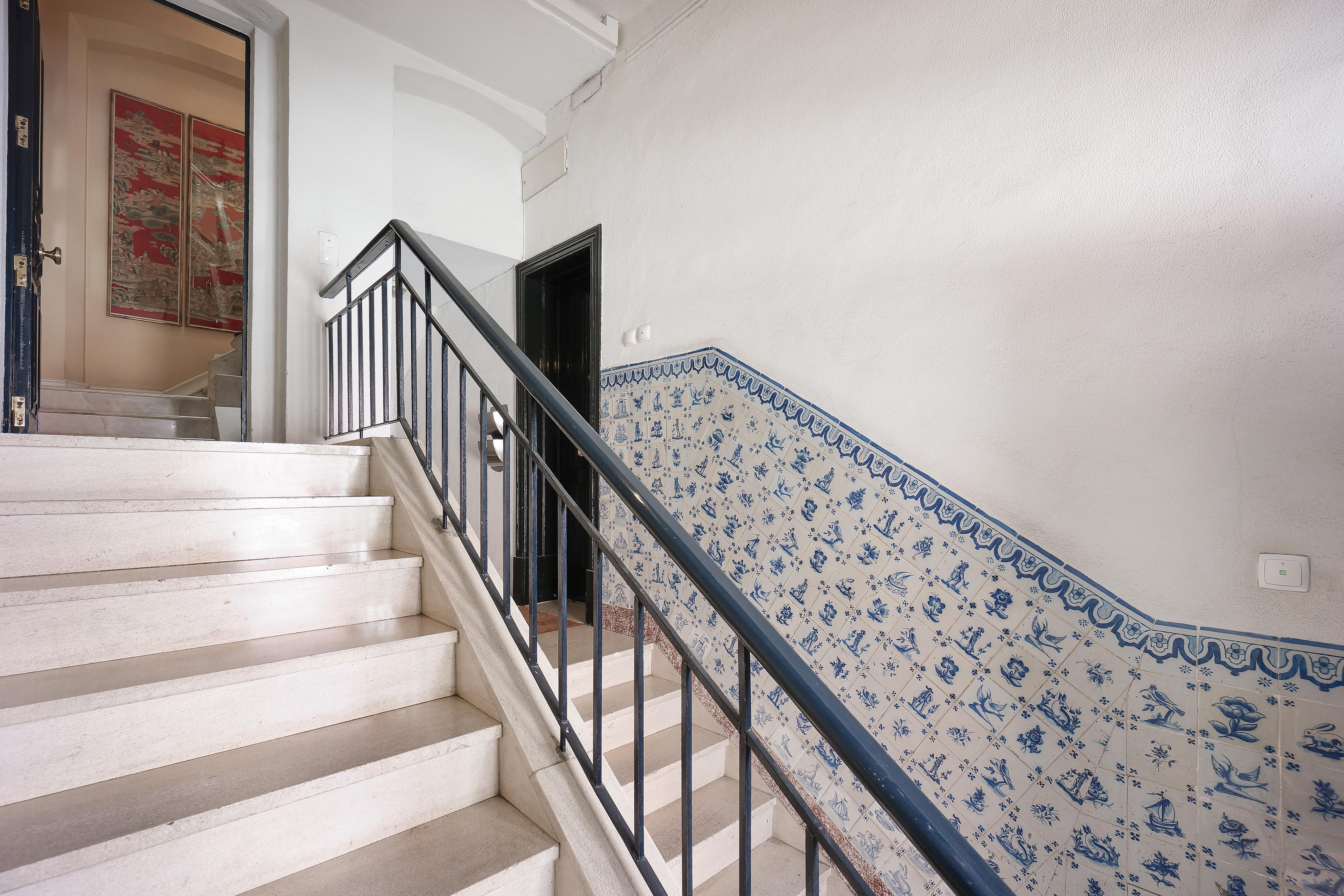 Single Family Home for Sale at House, 5 bedrooms, for Sale Lisboa, Lisboa 1200-787 Portugal