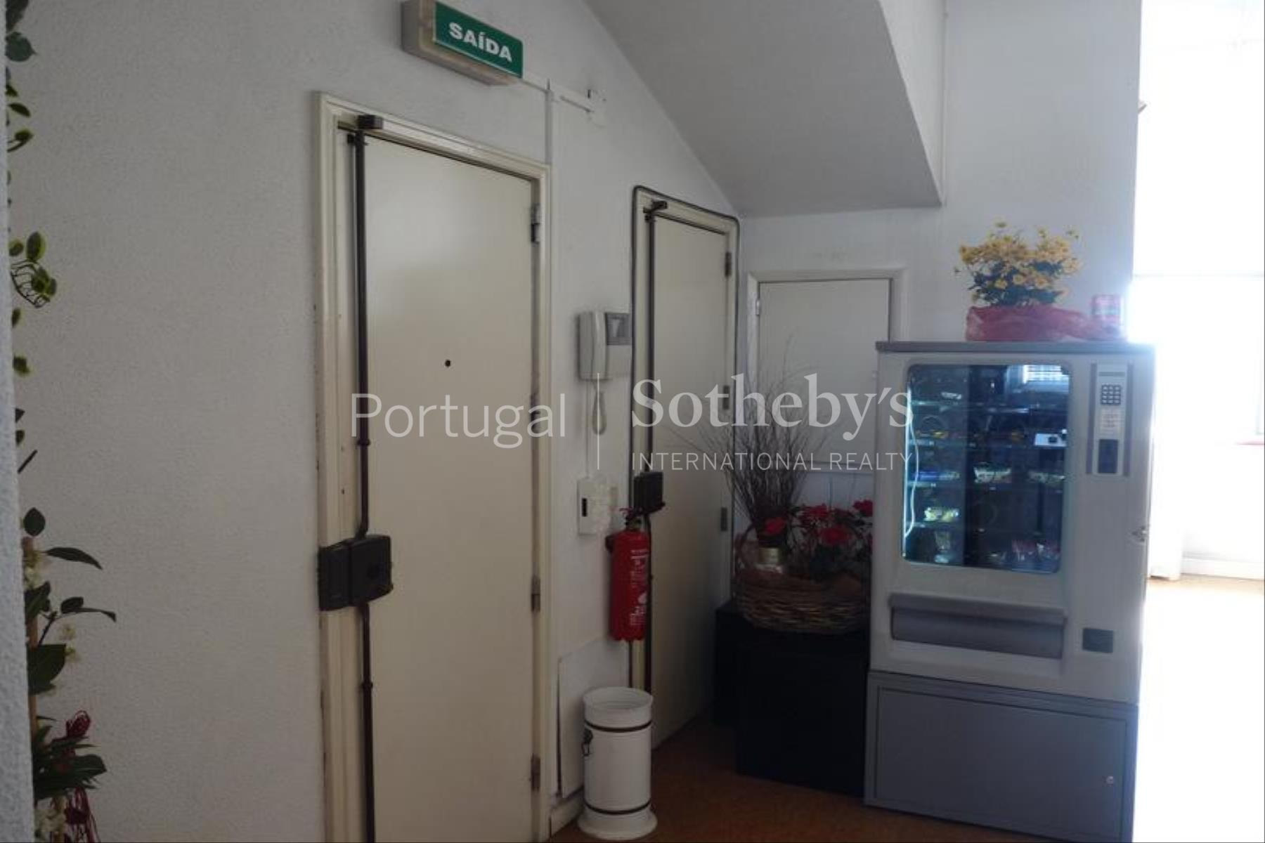Property Of Flat, 7 bedrooms, for Sale