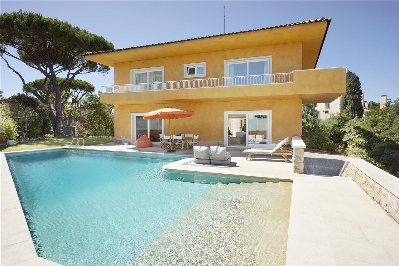 Single Family Home for Sale at House, 5 bedrooms, for Sale Cascais, Lisboa 2765-225 Portugal