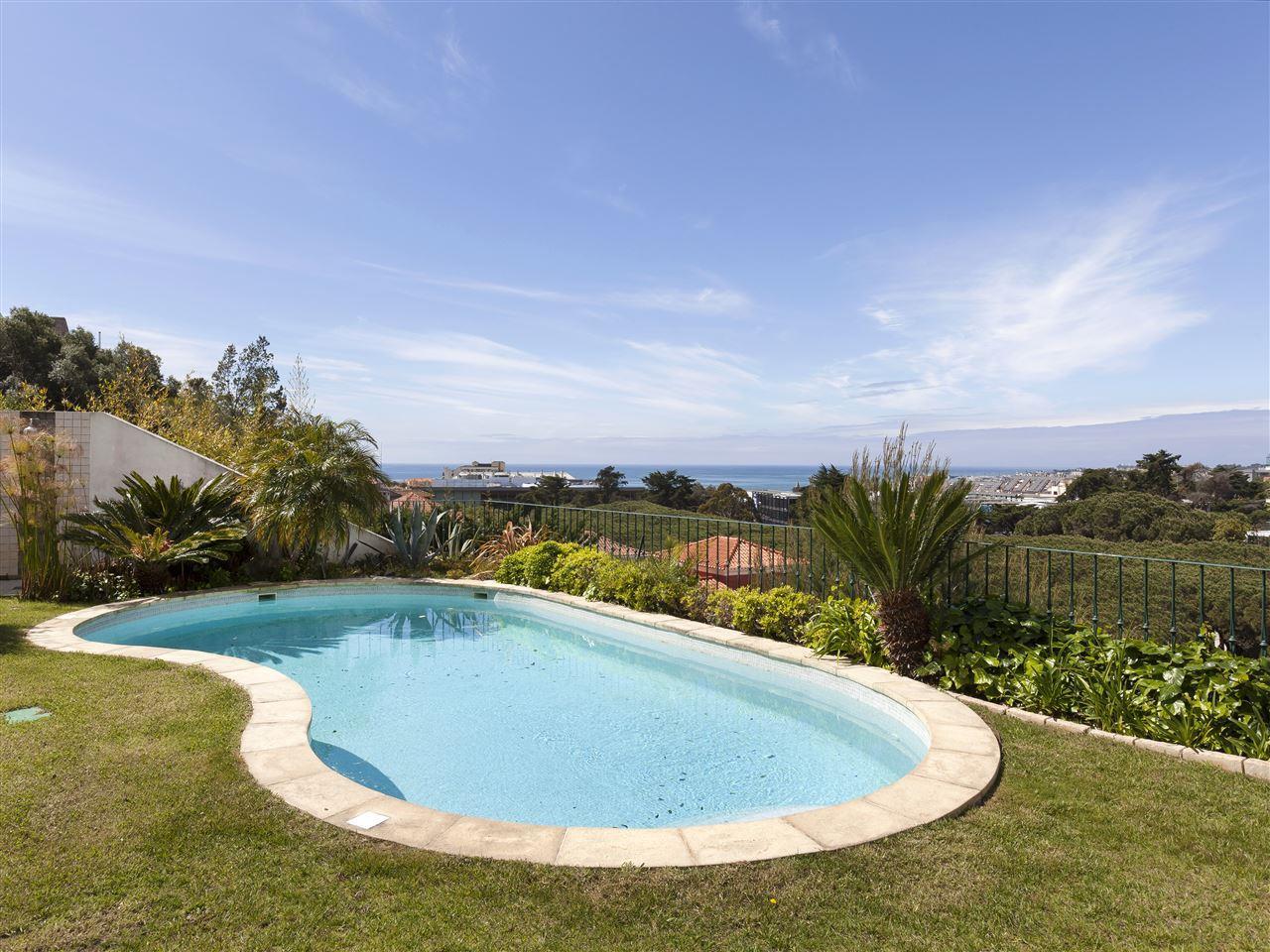 Maison unifamiliale pour l Vente à Detached house, 4 bedrooms, for Sale Estoril, Cascais, Lisbonne Portugal