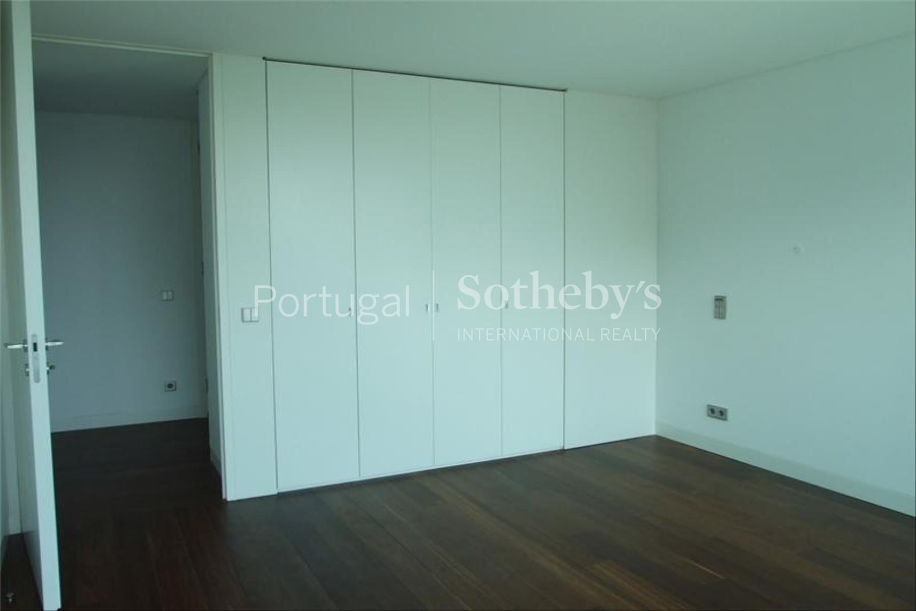 Property Of Flat, 5 bedrooms, for Sale