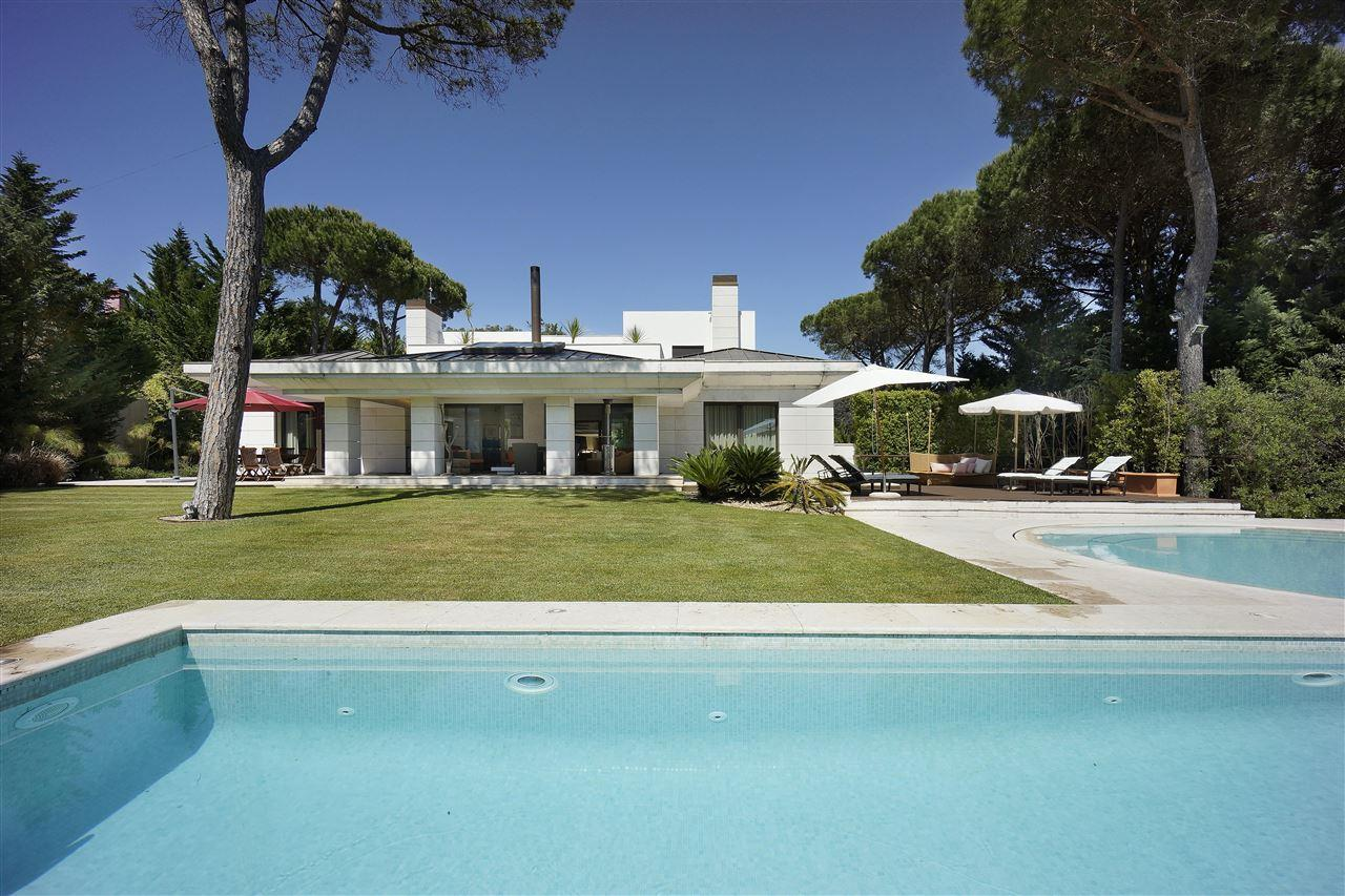 Villa per Vendita alle ore Detached house, 4 bedrooms, for Sale Cascais, Lisbona 2645-143 Portogallo