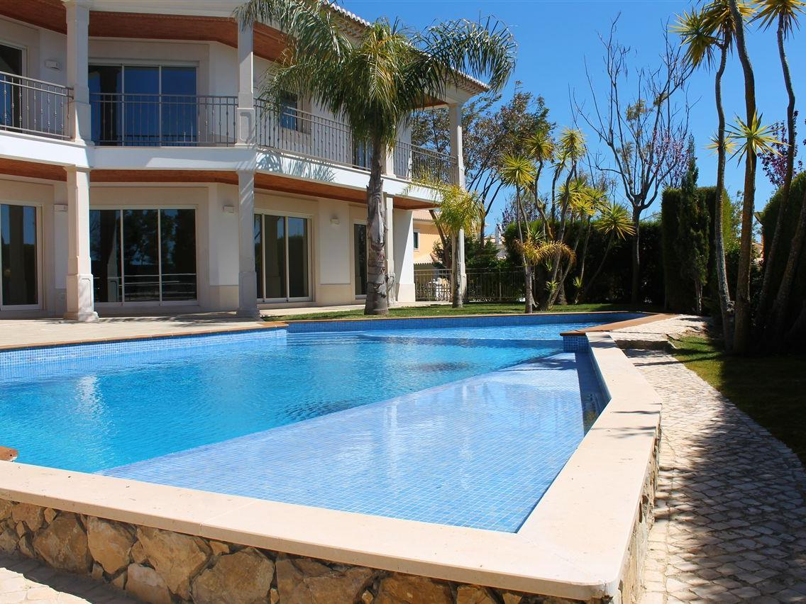 Villa per Vendita alle ore Detached house, 4 bedrooms, for Sale Albufeira, Algarve Portogallo