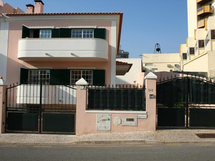 Частный односемейный дом для того Продажа на House, 4 bedrooms, for Sale Cascais, Cascais, Лиссабон Португалия