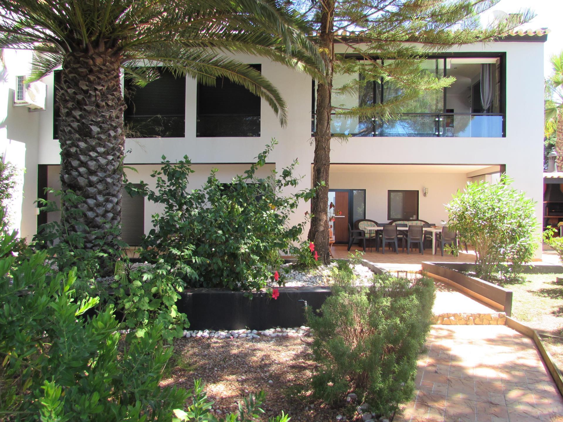 Maison unifamiliale pour l Vente à House, 4 bedrooms, for Sale Silves, Algarve Portugal