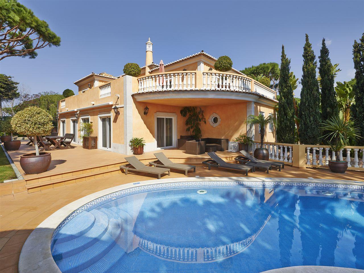 Einfamilienhaus für Verkauf beim Detached house, 4 bedrooms, for Sale Loule, Algarve Portugal