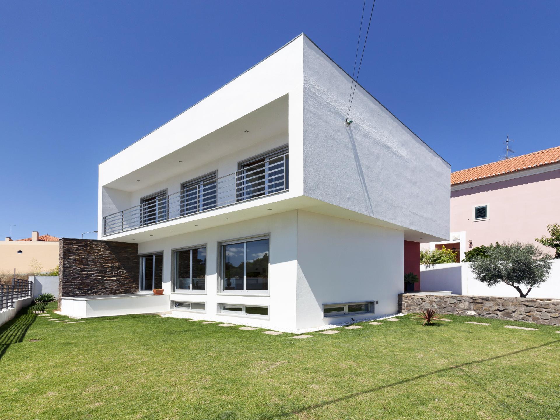 Vivienda unifamiliar por un Venta en House, 3 bedrooms, for Sale Sassoeiros, Cascais, Lisboa Portugal