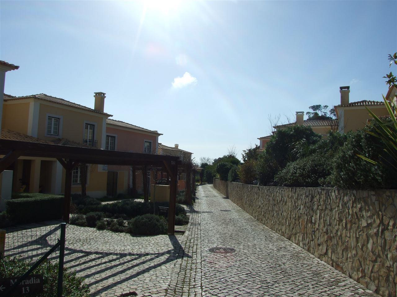 Частный односемейный дом для того Продажа на Terraced house, 4 bedrooms, for Sale Bicesse, Cascais, Лиссабон Португалия
