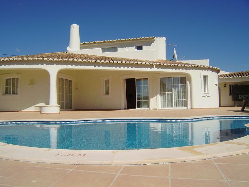 獨棟家庭住宅 為 出售 在 House, 3 bedrooms, for Sale Loule, Algarve 葡萄牙