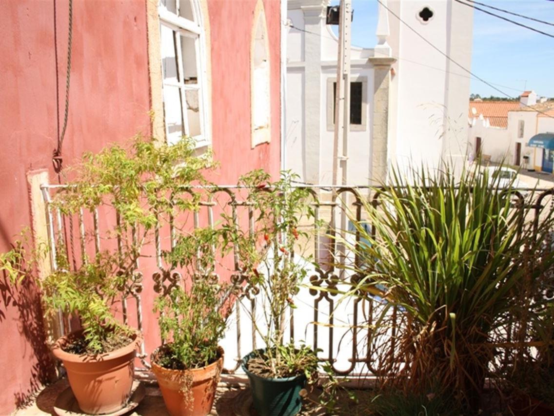 Maison unifamiliale pour l Vente à Detached house to restore, 17 bedrooms, for Sale Silves, Algarve Portugal