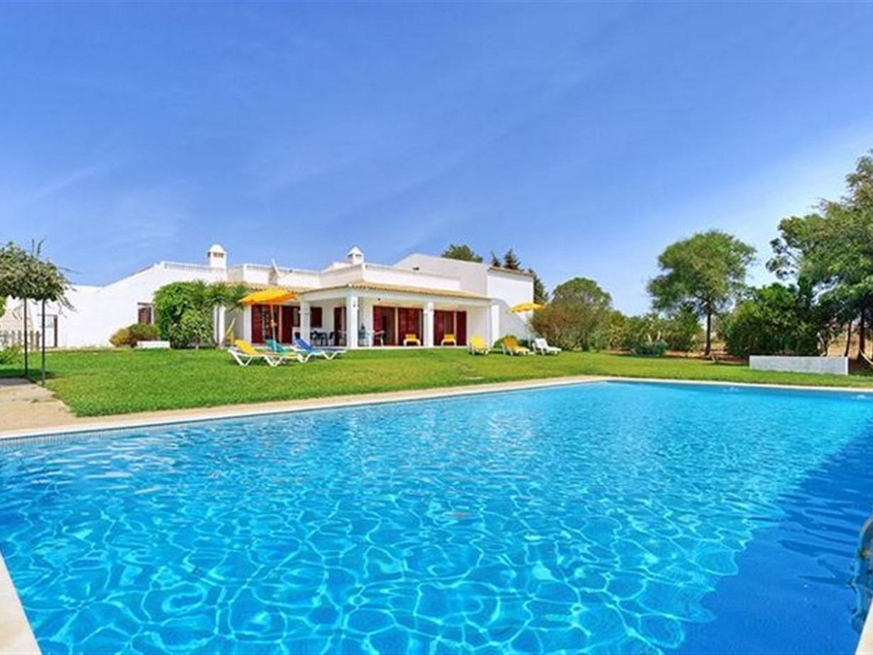 Villa per Vendita alle ore Detached house, 8 bedrooms, for Sale Albufeira, Algarve Portogallo