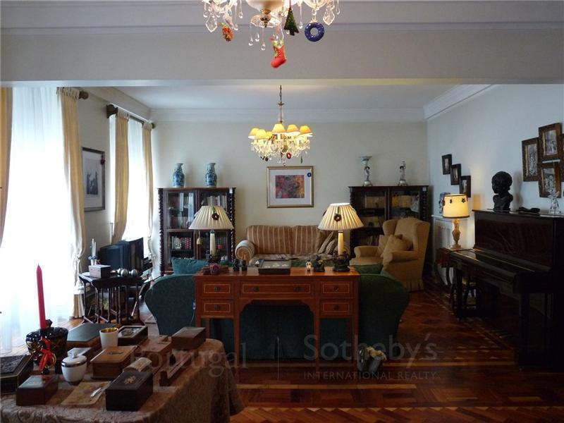 Apartamento por un Venta en Flat, 5 bedrooms, for Sale Lisboa, Lisboa Portugal