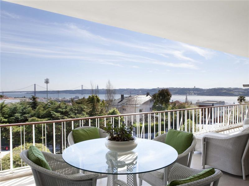 Casa Unifamiliar por un Venta en House, 8 bedrooms, for Sale Lisboa, Lisboa, 1400-222 Portugal