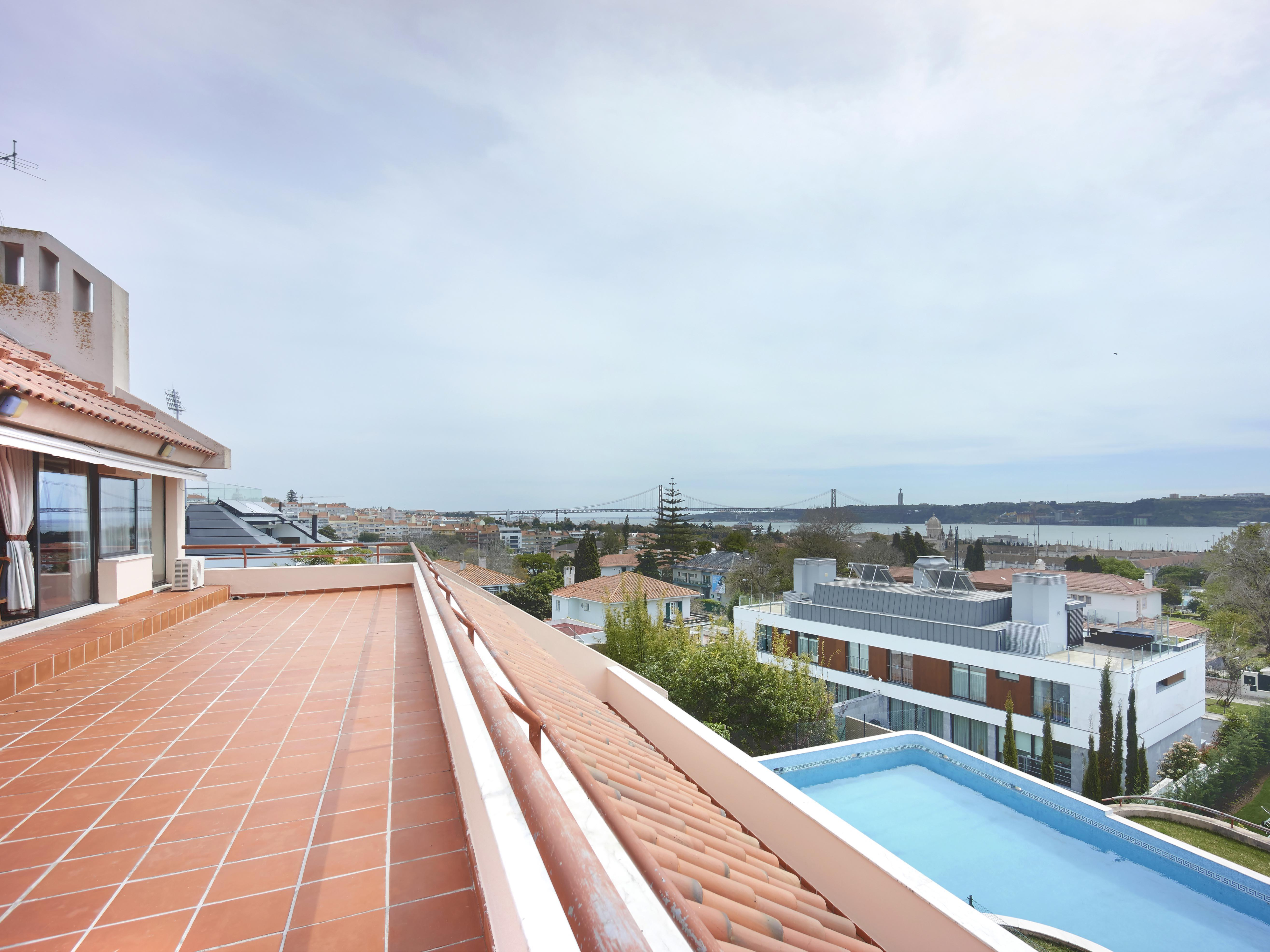 sales property at House, 5 bedrooms, for Sale