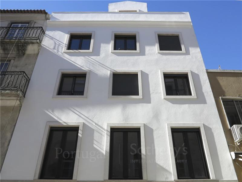 Single Family Home for Sale at House, 3 bedrooms, for Sale Lisboa, Lisboa, 1250-225 Portugal