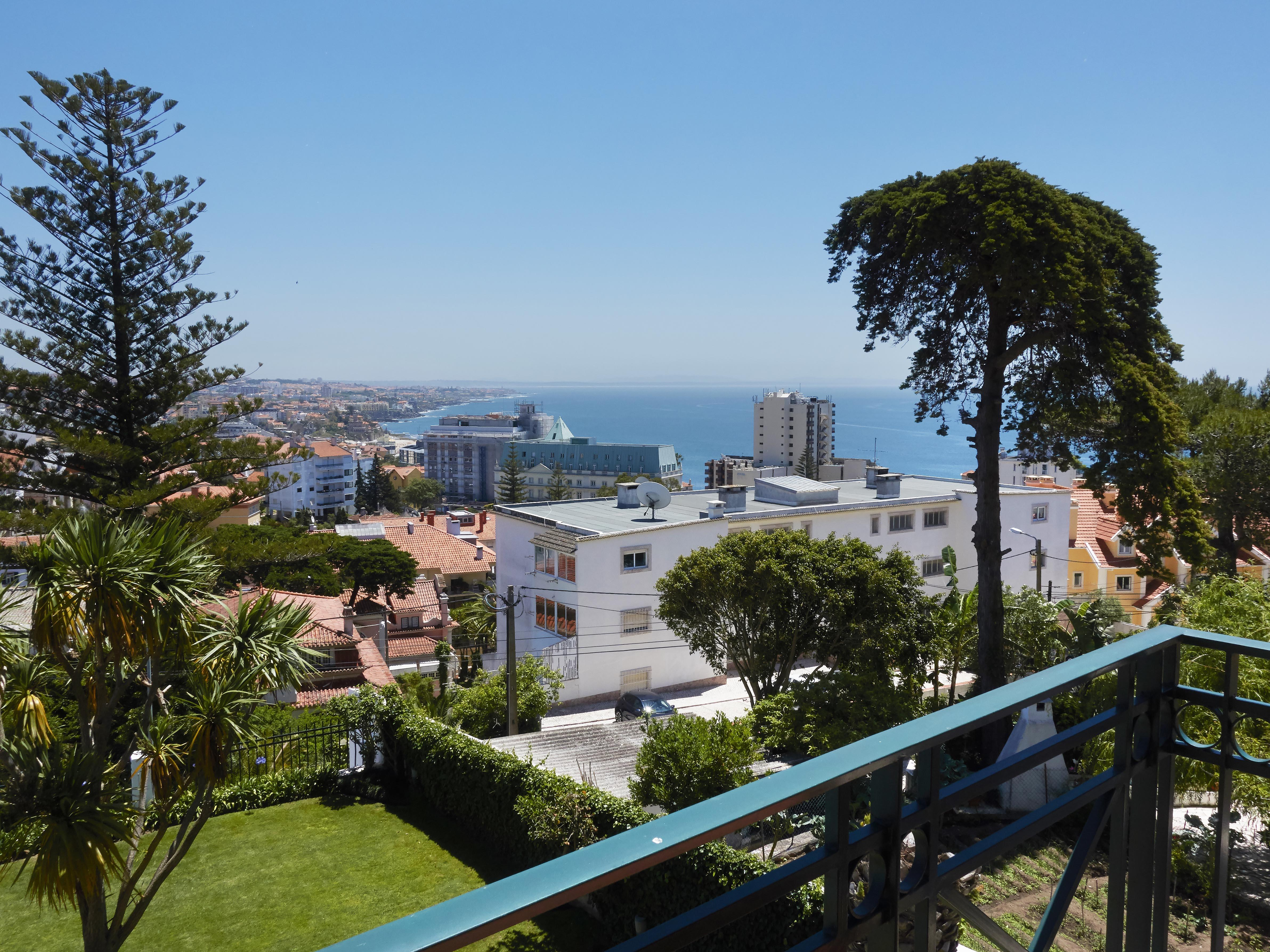 Vivienda unifamiliar por un Venta en Terraced house, 4 bedrooms, for Sale Cascais, Lisboa, 2765-402 Portugal