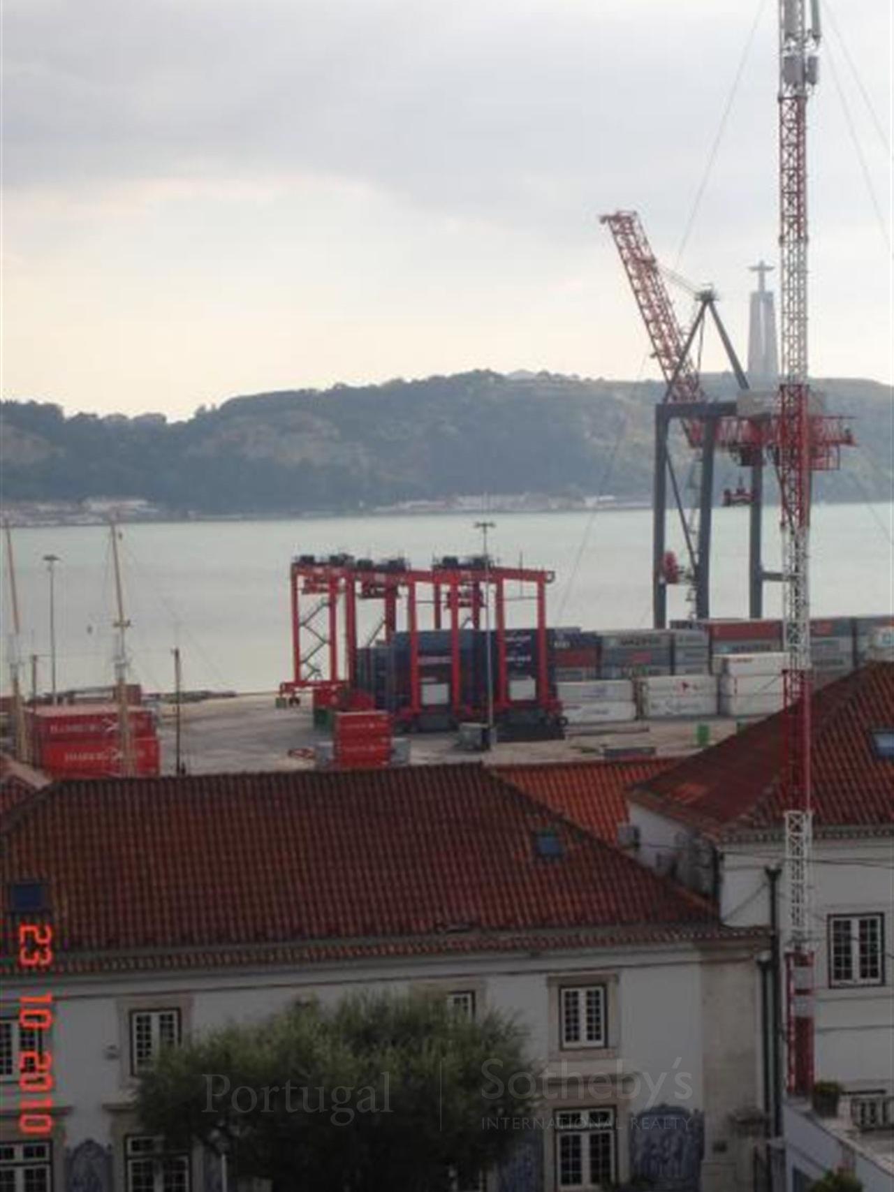 Appartement pour l Vente à Flat, 2 bedrooms, for Sale Santos, Lisboa, Lisbonne Portugal
