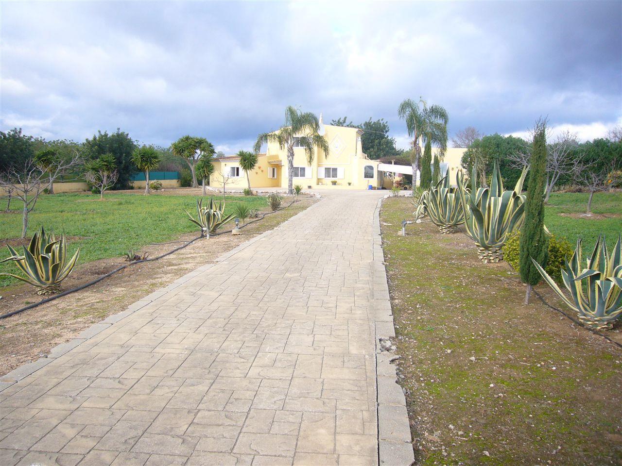 Casa para uma família para Venda às House, 5 bedrooms, for Sale Olhao, Algarve Portugal