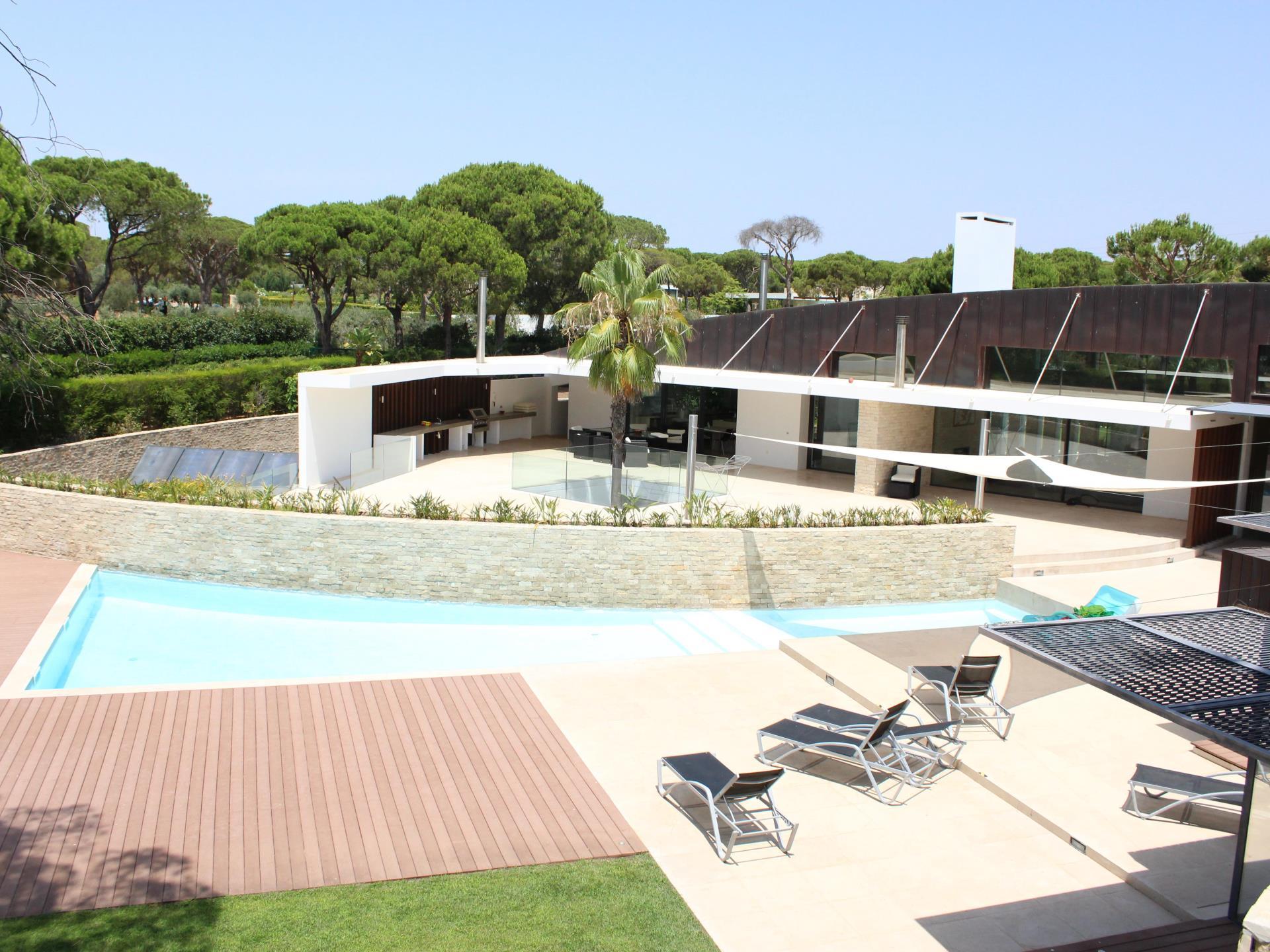 Einfamilienhaus für Verkauf beim Detached house, 5 bedrooms, for Sale Loule, Algarve Portugal
