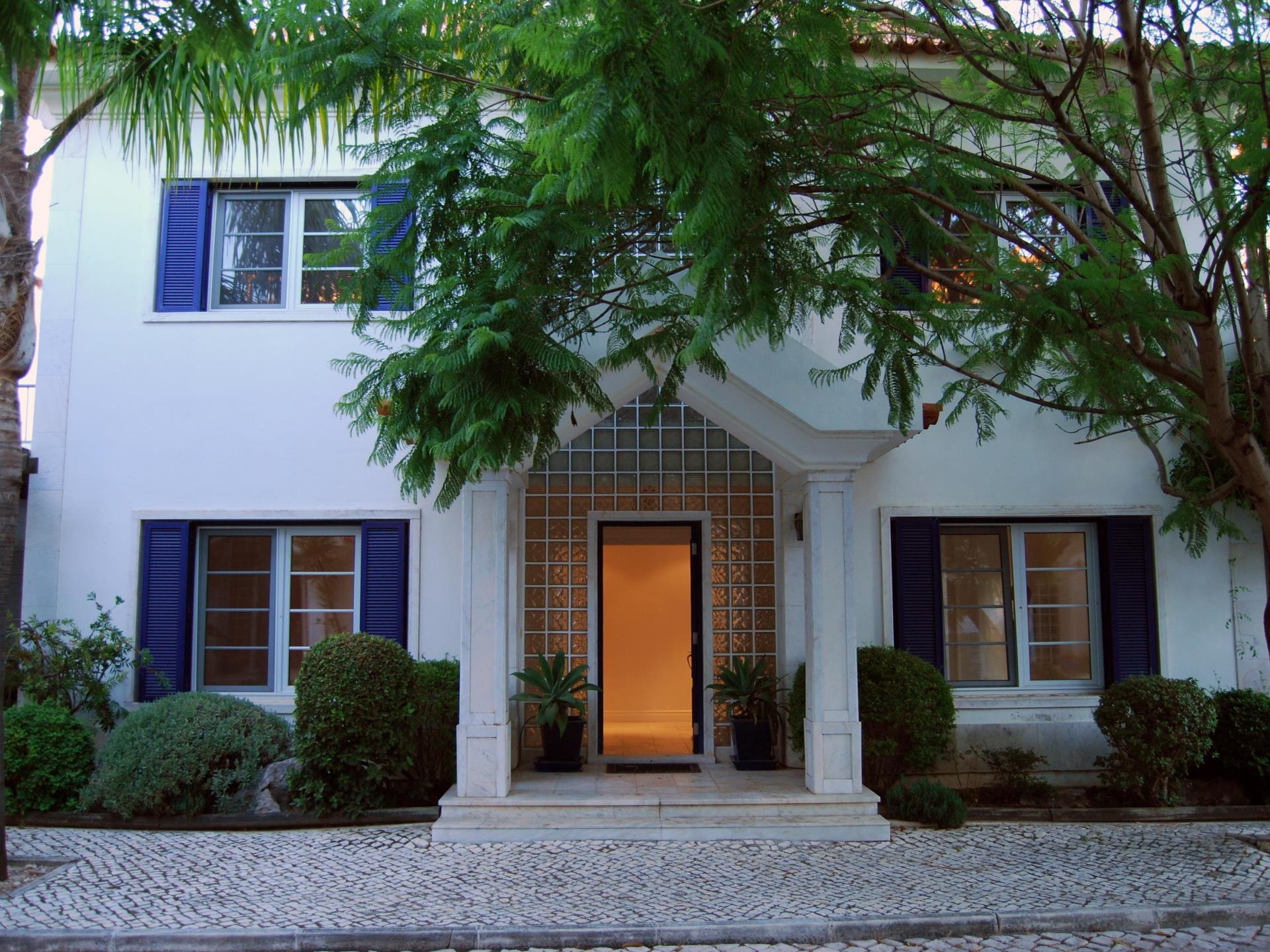 Tek Ailelik Ev için Satış at Semi-detached house, 4 bedrooms, for Sale Cascais, Lisboa Portekiz