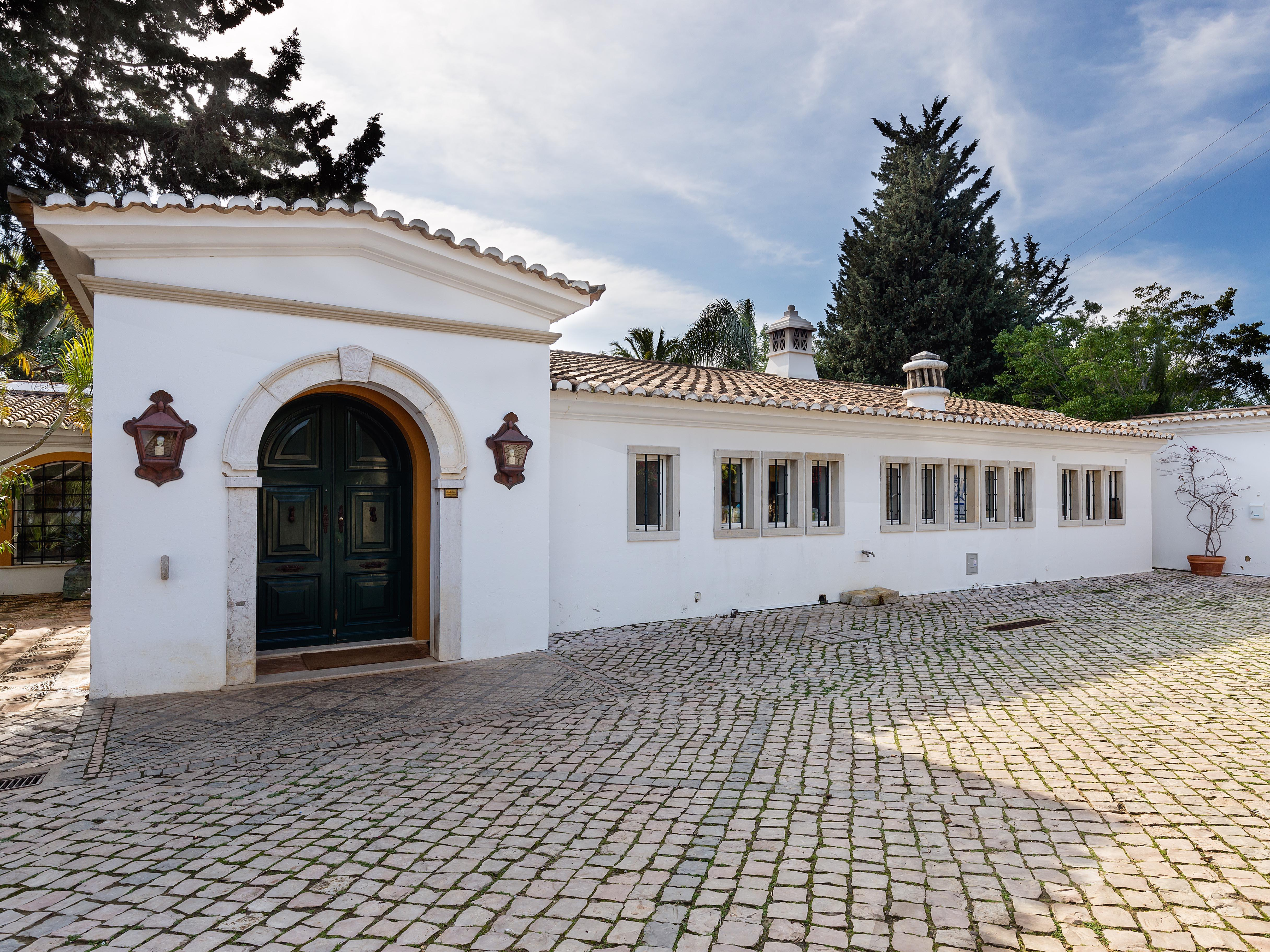 Moradia para Venda às Country house, 10 bedrooms, for Sale Faro, Algarve, 8005-483 Portugal