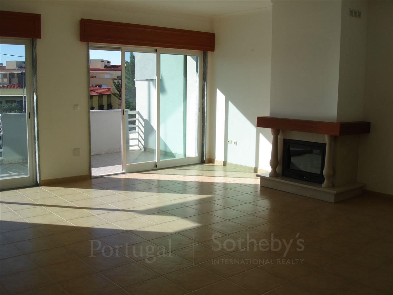 Casa Unifamiliar por un Venta en House, 3 bedrooms, for Sale Cascais, Lisboa, 2765-067 Portugal