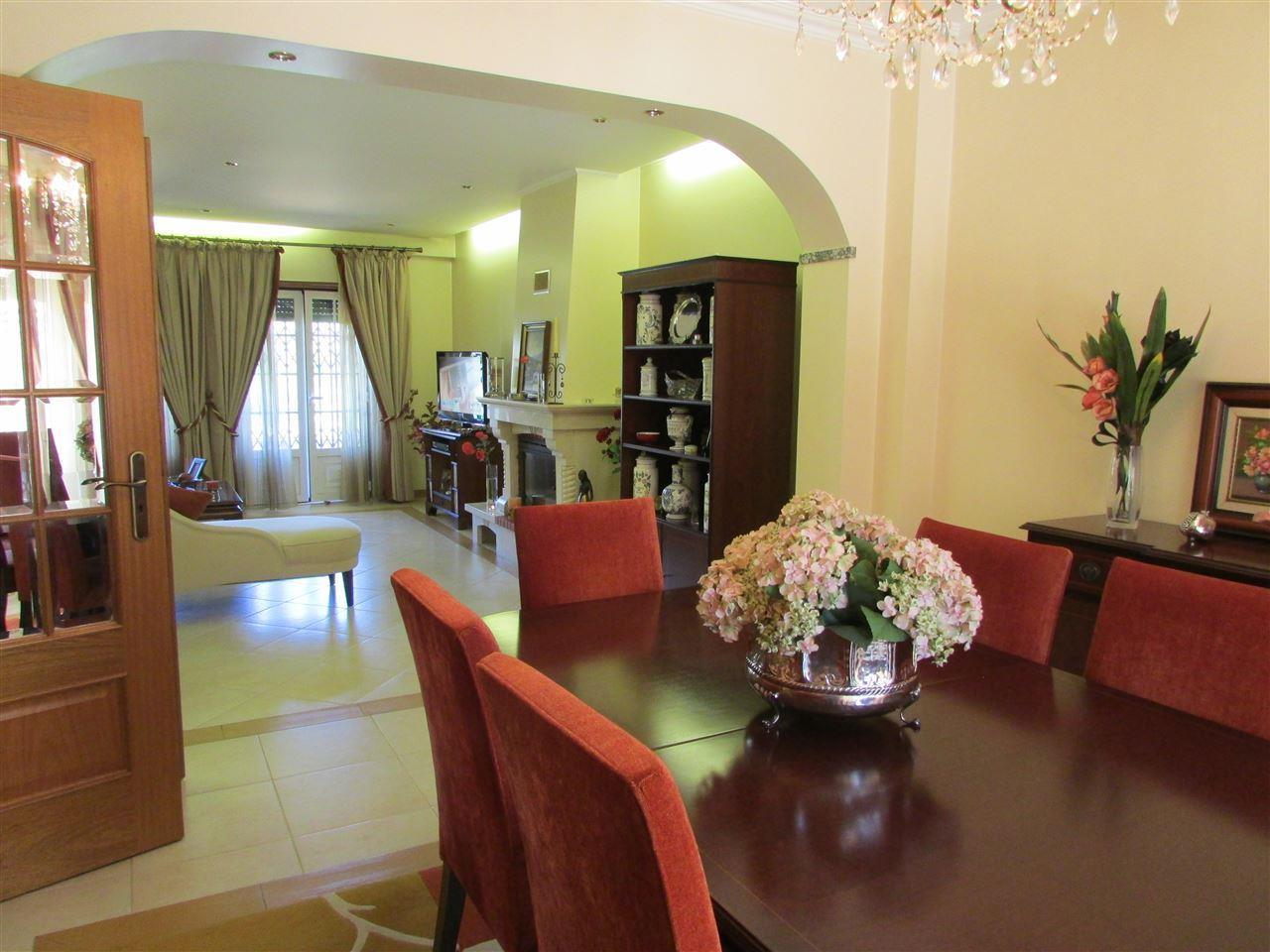Einfamilienhaus für Verkauf beim Terraced house, 4 bedrooms, for Sale Cascais, Lissabon Portugal