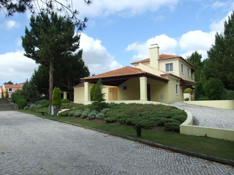 Single Family Home for Sale at House, 4 bedrooms, for Sale Quinta Do Peru, Sesimbra, Setubal Portugal