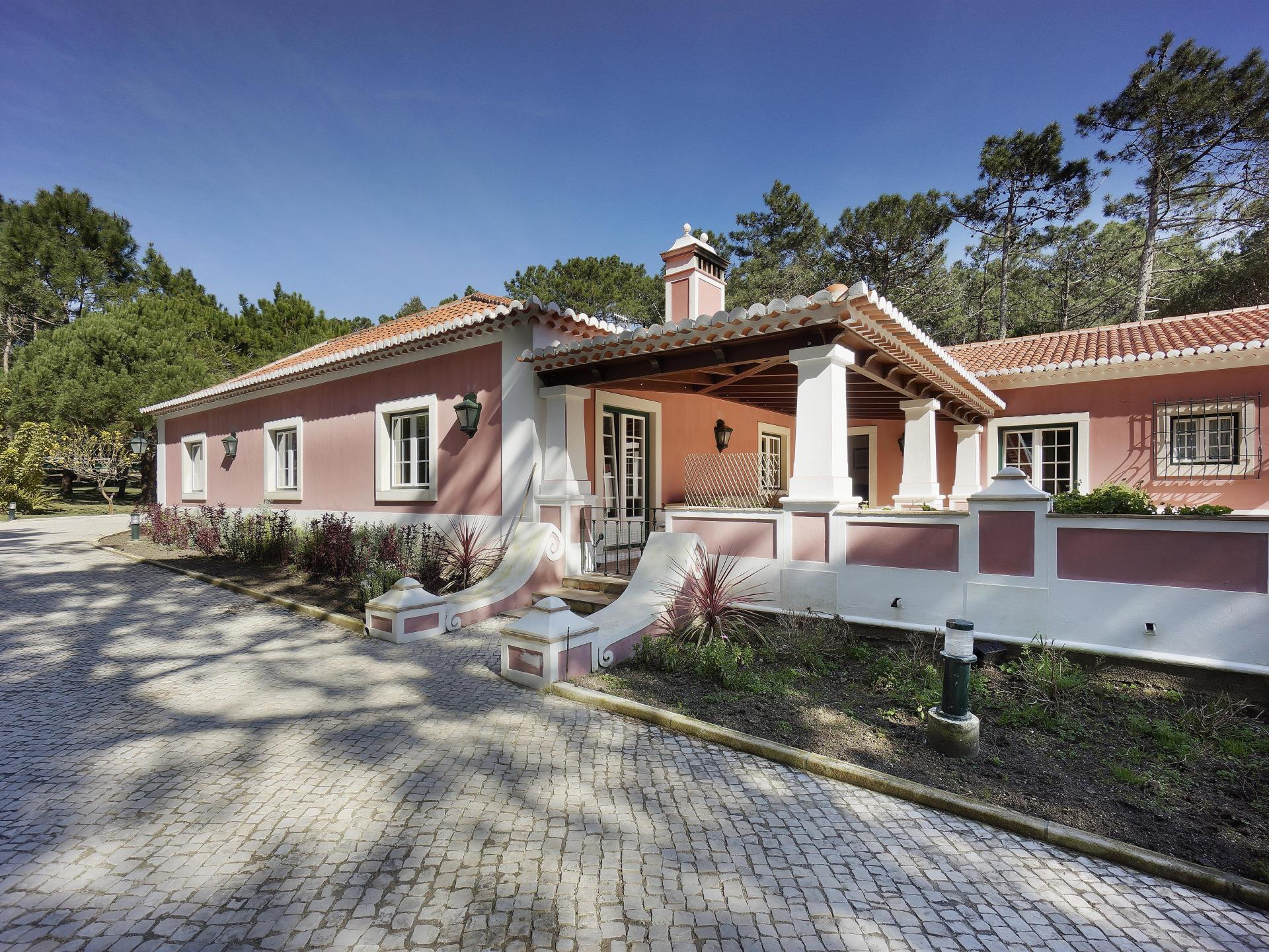 Casa Unifamiliar por un Venta en Detached house, 5 bedrooms, for Sale Sintra, Lisboa Portugal
