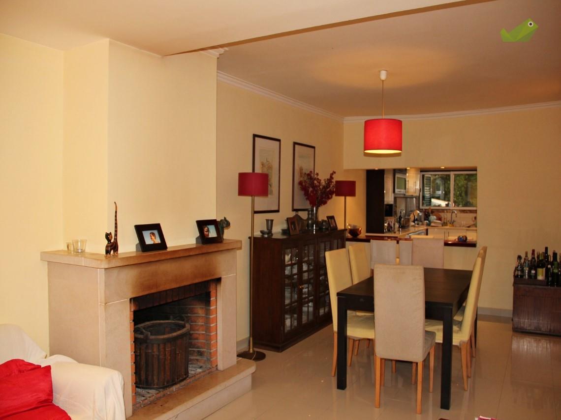Maison unifamiliale pour l Vente à Terraced house, 3 bedrooms, for Sale Sintra, Lisbonne, Portugal