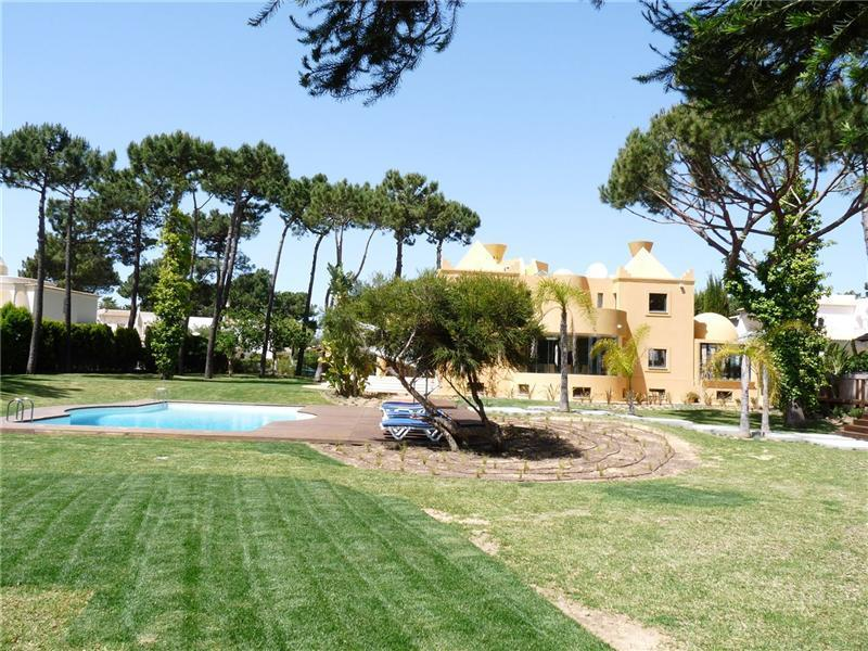 Tek Ailelik Ev için Satış at House, 6 bedrooms, for Sale Loule, Algarve Portekiz