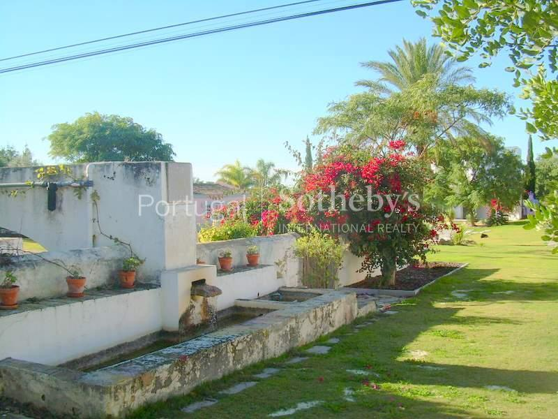 Property Of Farm, 10 bedrooms, for Sale